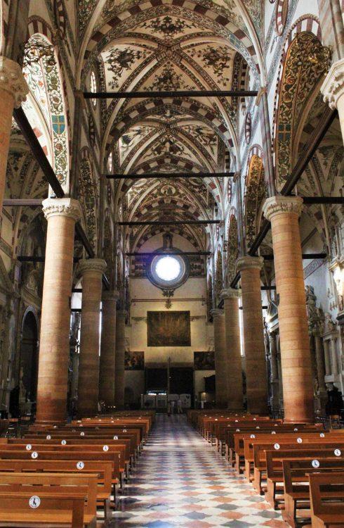 interno Basilica Santa Anastasia-Verona