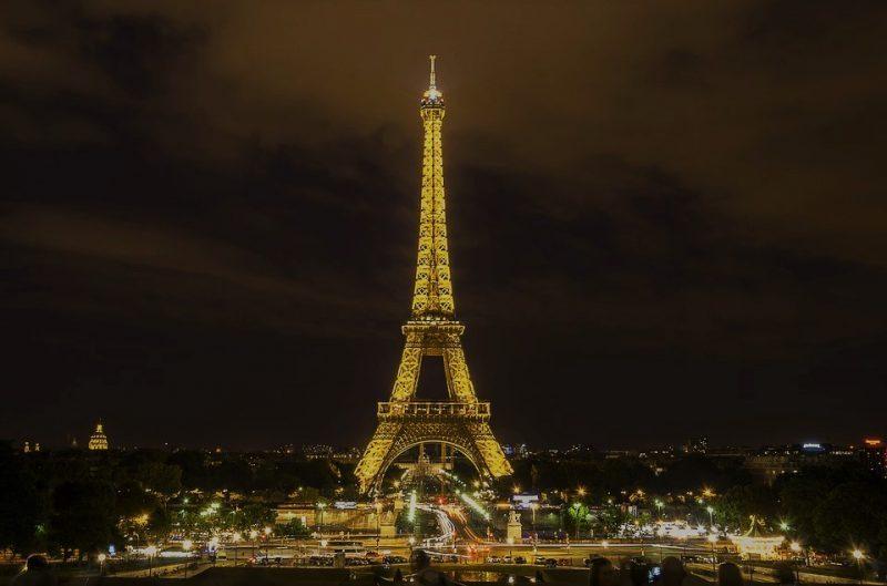 tour eiffel di sera-parigi