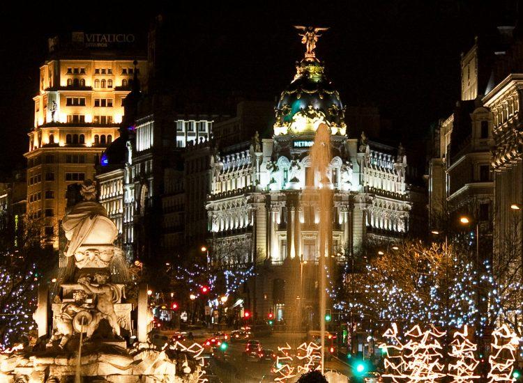 Plaza_de_Cibeles_(Madrid)_souvenirdiviaggio