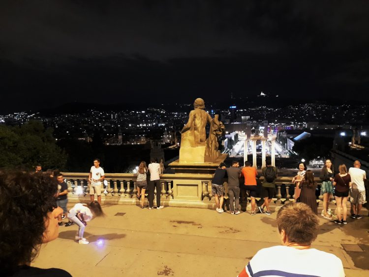vista notturna-barcellona-souvenirdiviaggio