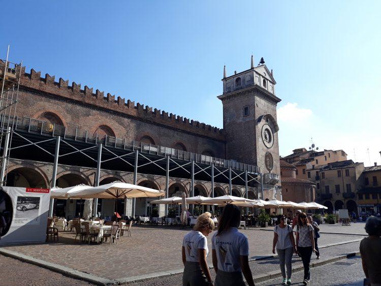 piazza delle erbe-mantova-souvenirdiviaggio