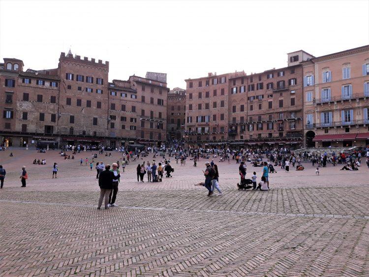piazza del campo-siena-souvenirdiviaggio
