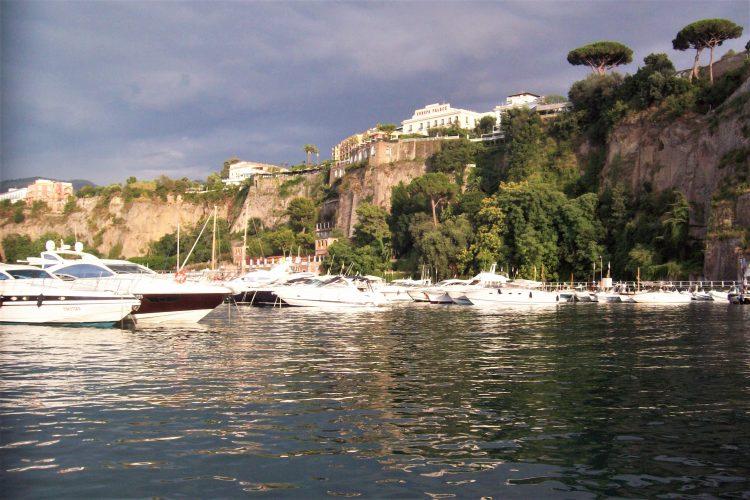 panorama dal traghetto capri-souvenirdiviaggio