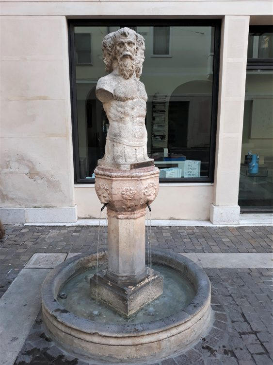 fontana dei tre visi-treviso