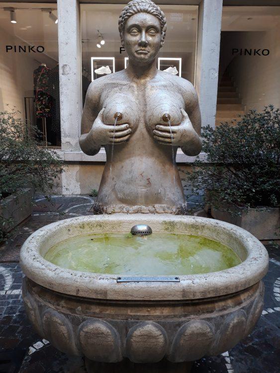 fontana delle tette-treviso