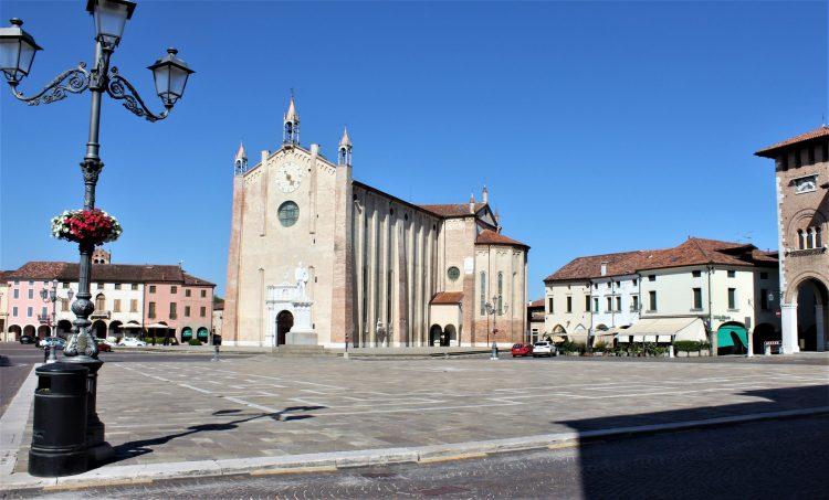 Piazza Vittorio Emanuele-Montagnana