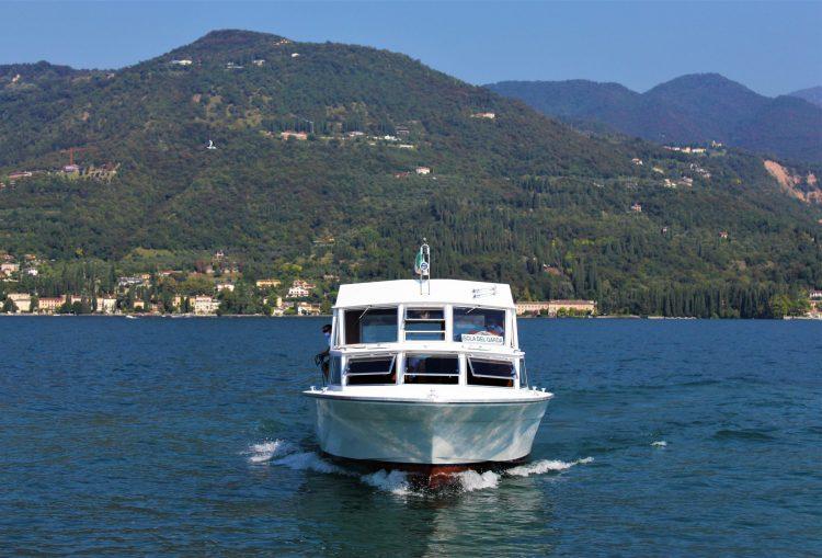 traghetto per l'isola del garda