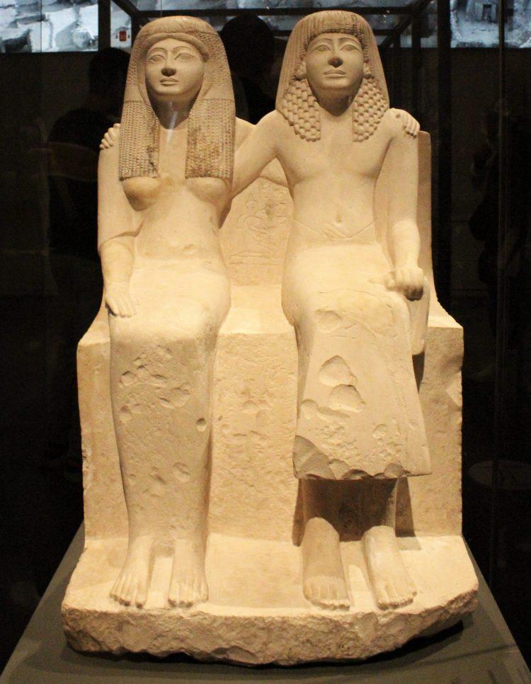 statua di pendua e nefertari-museo egizio di torino