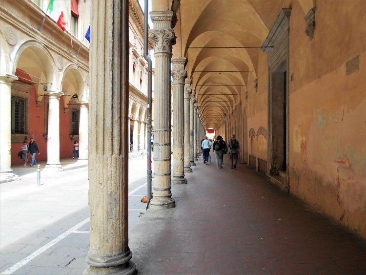 portico di bologna-via d'azeglio